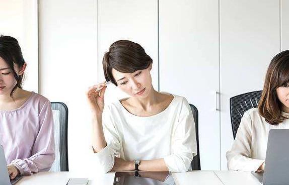 """职场女性的自我提升——拒绝做""""职场怨妇"""""""